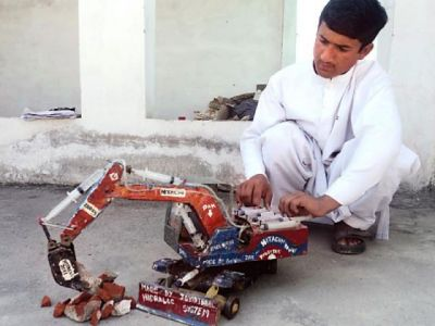 Pakistani young Engineer's Handmade Crane