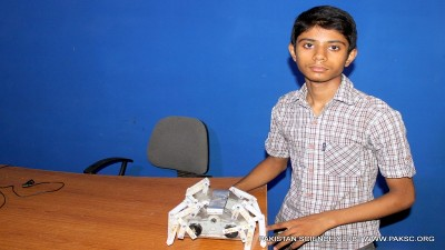 Homemade Spider robot by Hamza