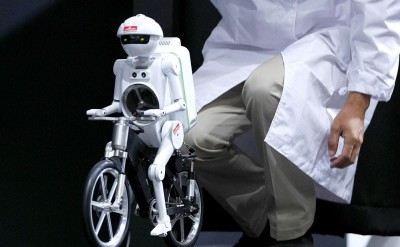Amazing bicycle riding robot