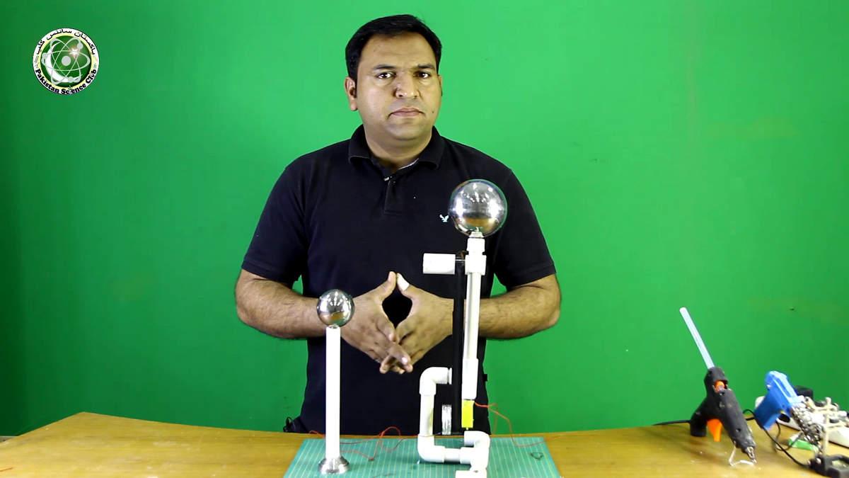 Abdul Rauf making van de graaff generatore